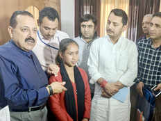 young girl nisha rani fasted to get a toilet set up in her household felicitated