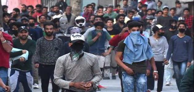 अलगाववादियों के बंद के दौरान हिंसक प्रदर्शन, लगातार दूसरे दिन इंटरनेट-रेल सेवाएं बंद