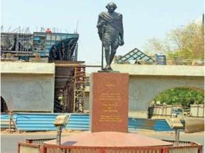 हट सकती है गांधी प्रतिमा