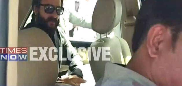 सैफअली खान अपने ड्राइवर पर भड़के, कैमरे में कैद हुई तस्वीर
