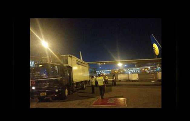 ट्रक से टकरा गया था विमान
