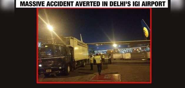 दिल्ली: ट्रक से टकराया विमान का विंग, टला बड़ा हादसा