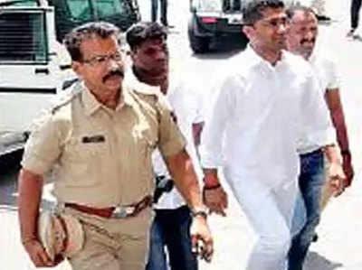 विधायक संग्राम जगताप को पुलिस ने गिरफ्तार किया.