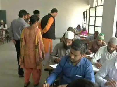 मोहसिन रजा ने मदरसा परीक्षा केंद्र का किया औचक निरीक्षण