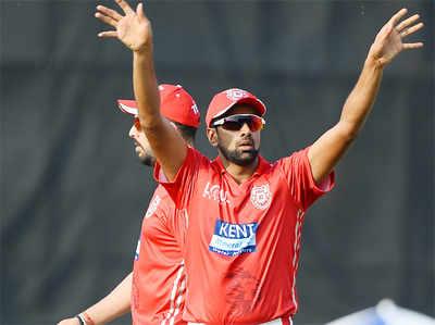 मैच के दौरान किंग्स इलेवन पंजाब के कैप्टन रविचंद्रन अश्विन