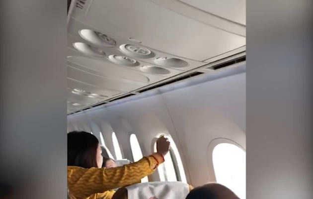 उड़ान के दौरान एयर इंडिया के विमान का विंडो पैनल निकला, 3 यात्री घायल