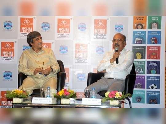 বাঁ দিকে, অধ্যাপক এবং সেসিল অ্যান্টনি। ছবি: রজত কর্মকার