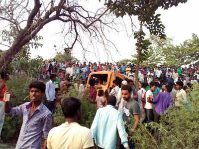 कुशीनगर में 13 बच्चों की मौत, कान में ईयरफोन लगाए हुए था वैन का ड्राइवर