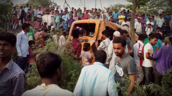 kushinagar accident driver had earphones in his ears