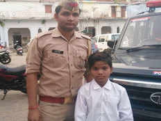 thrown out of school kid finds friend in constable who pays his fee