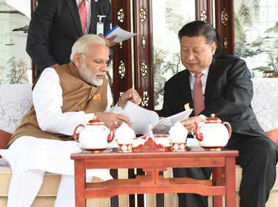 चीनी राष्ट्रपति शी चिनफिंग के साथ पीएम नरेंद्र मोदी
