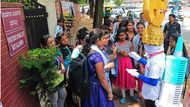 कर्नाटक चुनाव: 'वोट थेरपी' से वोटरों का मर्ज जांचने निकल पड़ा यह 'डॉक्टर'