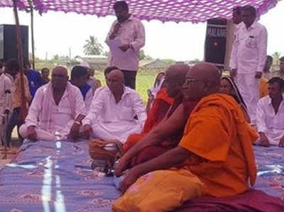 बौद्ध धर्म अपनाते ऊना कांड के पीड़ित परिवार के सदस्य
