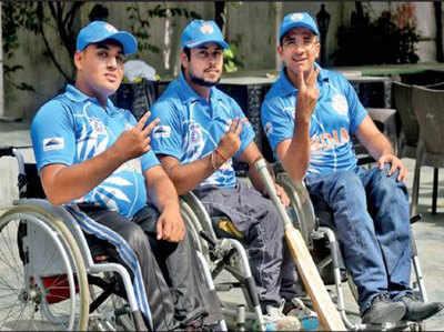 बाएं से दाएं- अनमोल वशिष्ठ, टीम के कैप्टन सोमजीत सिंह और उपकप्तान अभय प्रताप सिंह
