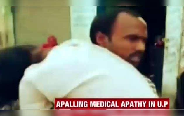 शर्मनाक: पत्नी का शव कंधे पर डालकर अस्पताल पहुंचा शख्स, नहीं मिली थी एंबुलेंस