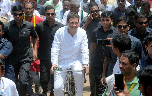 कर्नाटक चुनाव: प्रचार के दौरान राहुल गांधी ने साधा बीजेपी, RSS पर निशाना