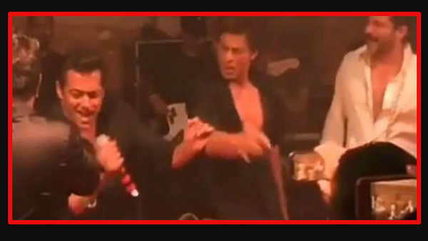 shah rukh khan salman khan perform together at sonam kapoors reception