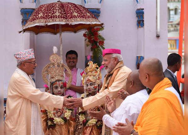 बच्चों में दिखे राम-सीता