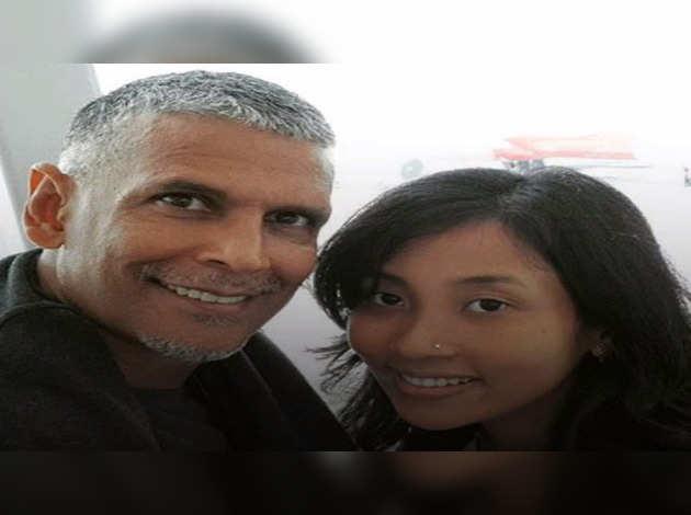 हवाई में हनीमून मना रहे हैं मिलिंद सोमन और अंकिता