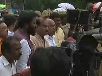 राज्यपाल से मिलने के बाद येदियुरप्पा ने मीडिया से बात की।