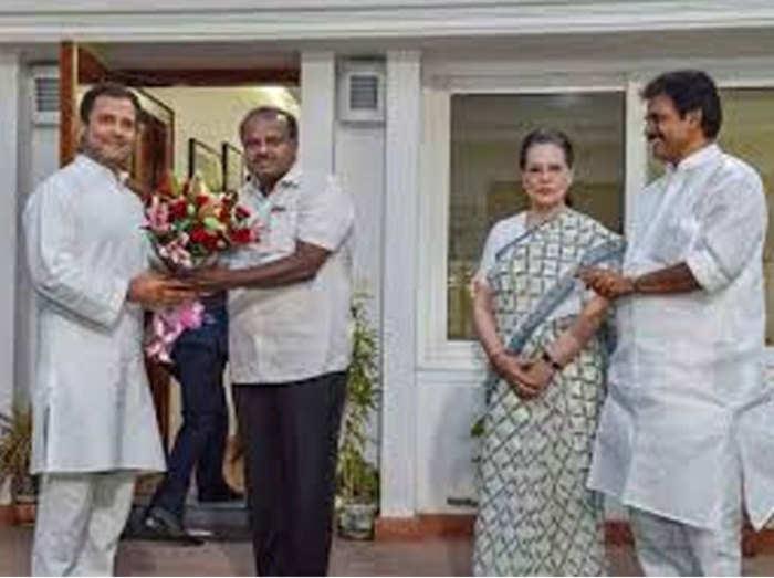 राहुल से मिलते कुमारस्वामी (फाइल फोटो)
