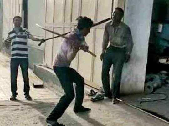 मुकेश को बांधकर इतना मारा कि उसकी मौत हो गई।