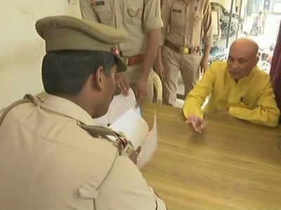 हजरतगंज थाने पहुंचे बीजेपी विधायक रजनीकांत