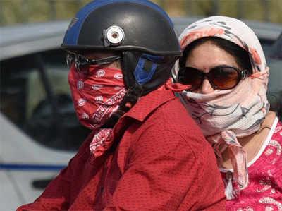 गर्मी और प्रदूषण की डबल मार झेल रहे दिल्लीवासी