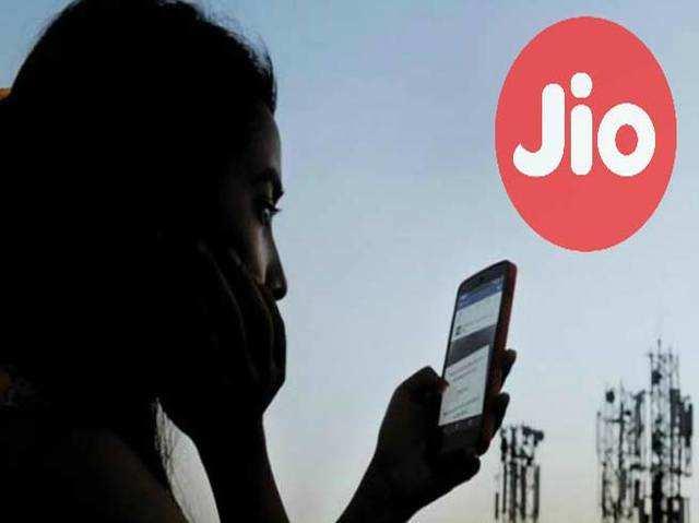 Jio Fiber में 1,000 रुपये से कम में मिलेंगी 100mbps स्पीड और फ्री कॉल्स जैसी कई सुुविधाएं