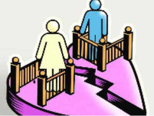 पत्नीच्या समोर परस्त्रीशी संबंध ठेवणं क्रौर्य