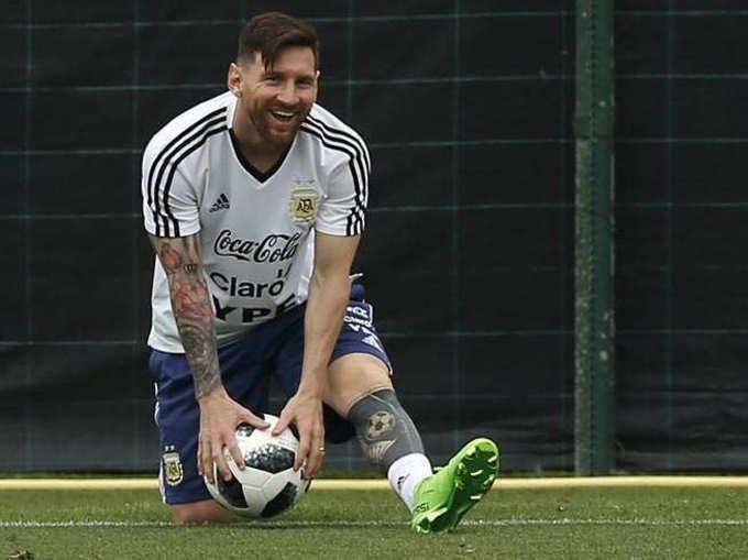 फुटबॉल फिव्हर! चाहत्याचं अर्जेंटिना हाऊस