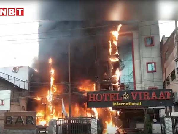 massive fire in hotel near lucknow railway station fire tendors on spot