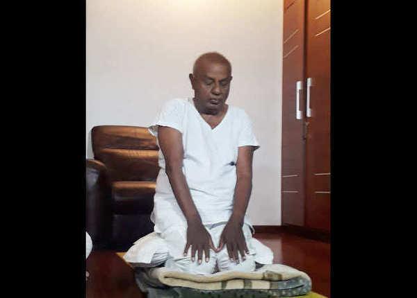 85 साल के देवगौड़ा ने भी किया योग