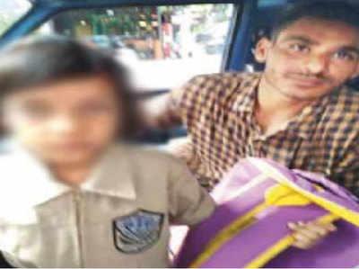 छात्रा को गोद में बिठाकर कैब चलाने वाला ड्राइवर