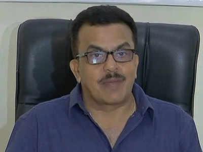 संजय निरूपम ने कहा कि पीएम नीरव मोदी के बारे में बात नहीं करते हैं।