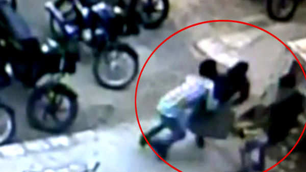 rs 6 lakh robbed from atm cash loader in vadodara