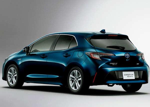 Toyota Corolla को पहली बार 1996 में लॉन्च किया गया था