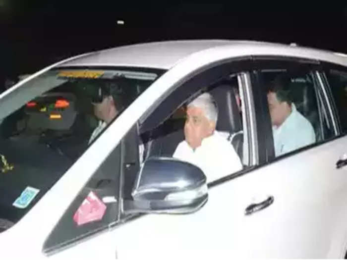 कर्नाटकातील मंत्र्याला अंधश्रद्धेनं पछाडलं