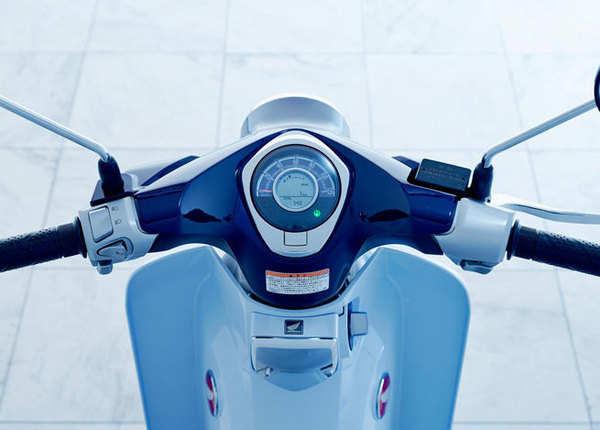 एक ही रंग, Pearl Niltava Blue में पेश