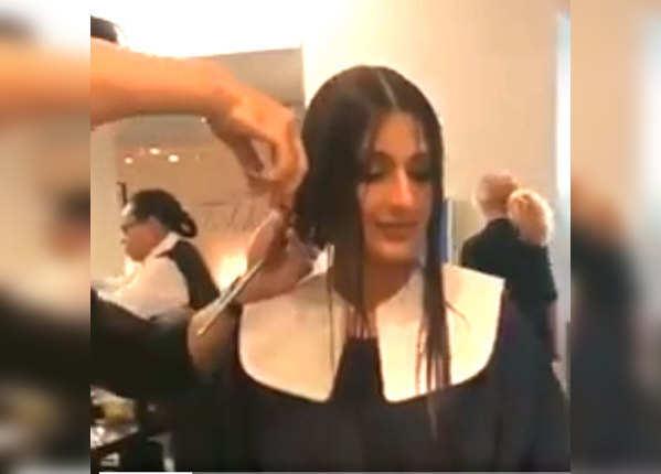 कैंसर को मात देने के लिए सोनाली बेंद्रे ने कटवाए बाल