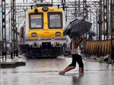 Baarish Ko Laga Break To Raftaar Pakadne Lagi Mumbai, Dheere-dheere Chal Raheen Trainein