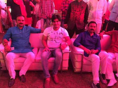 Saamane I Brujesh Singh Aur Anil Bhaati Gang Ki Dosti Ki 'Tasveer