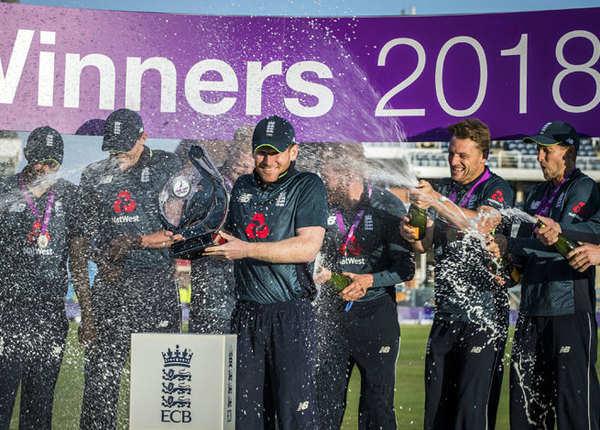 जारी है इंग्लैंड का विजयी रथ