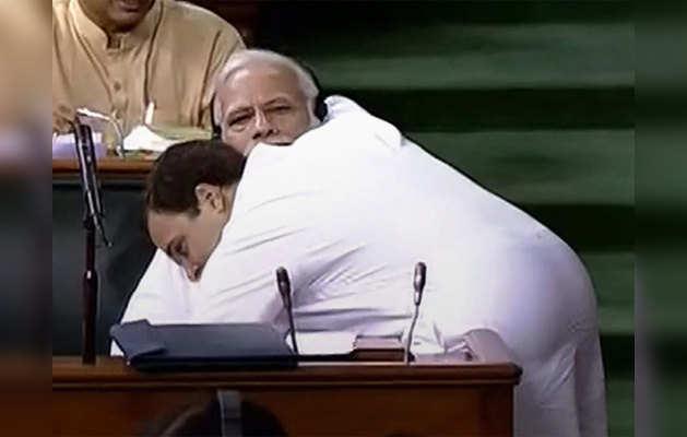 जब राहुल गांधी ने पीएम मोदी को लगाया गले