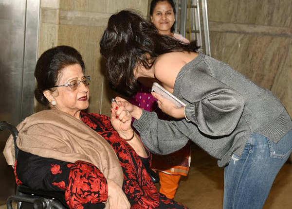 जब दादी को जाह्नवी से मिलने के लिए करना पड़ा इंतजार