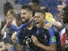 mbappe played world cup final with a back injury