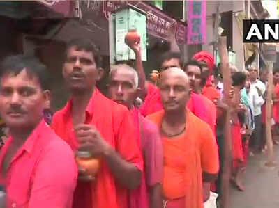 विश्वनाथ मंदिर के बाहर भक्तों की भीड़