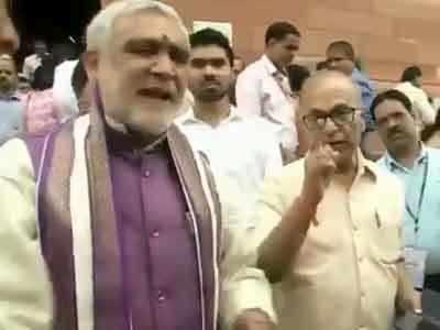 NRC पर संसद परिसर में उलझे बीजेपी मंत्री और कांग्रेस सांसद