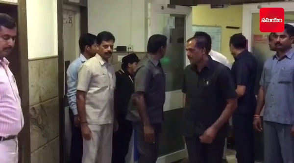 rahul gandhi meets karunanidhi at kauvery hospital