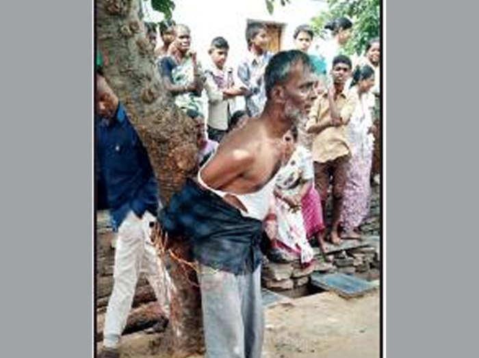 पेड़ से बांधा गया फारुख शेख हुसैन